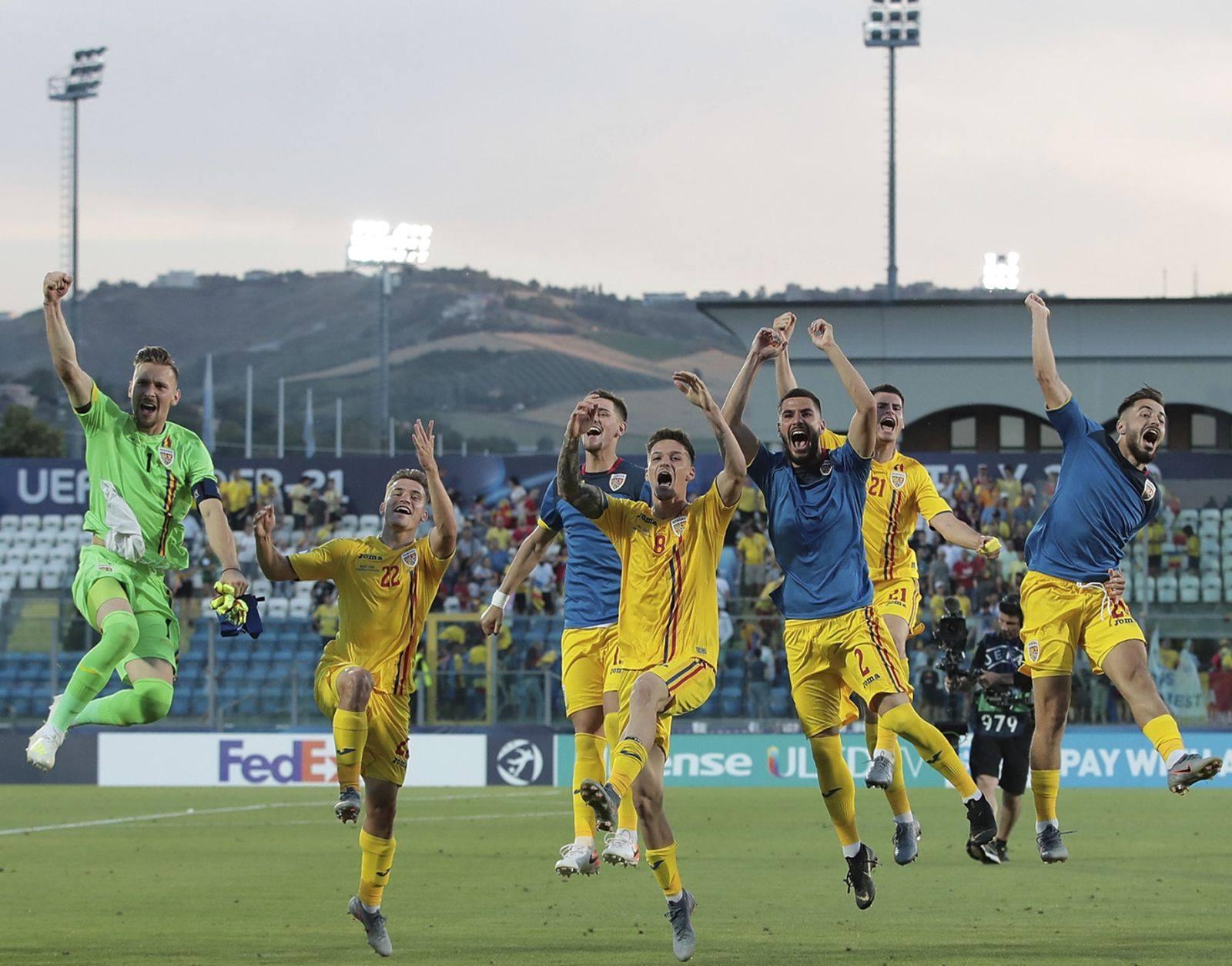 Echipa asta de tineret a României e MARE! România se califică, după un egal frățesc, 0-0, în compania Franței, în semifinalele Campionatului European de pe primul loc, câștigând grupa C. Până acum, în cele trei meciuri contra Croației, Angliei și Franța, România a marcat 8 goluri,...